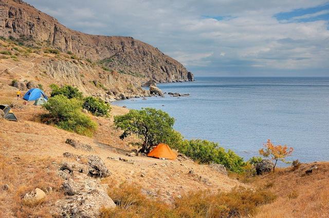 Кемпинг на мысе Меганом в Крыму